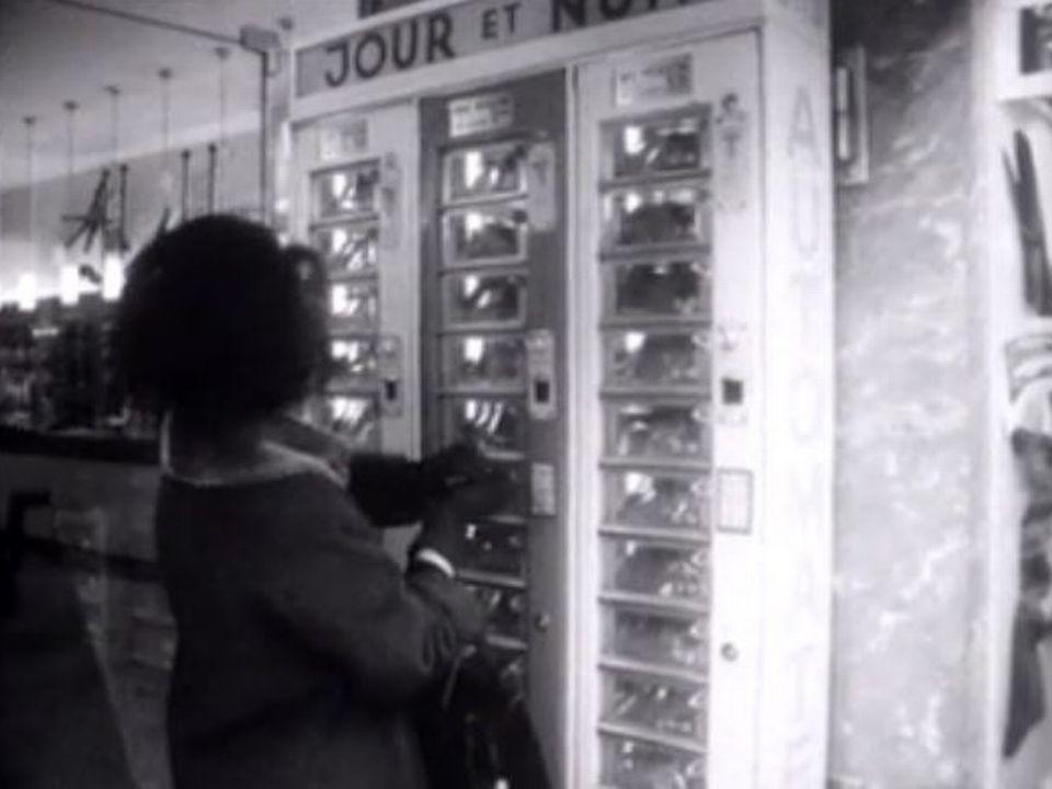Distributeur jour et nuit en 1965. [RTS]