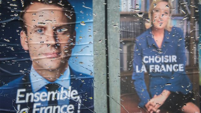Affiches électorales d'Emmanuel Macron et Marine Le Pen. [Mladen Antonovq - afp]