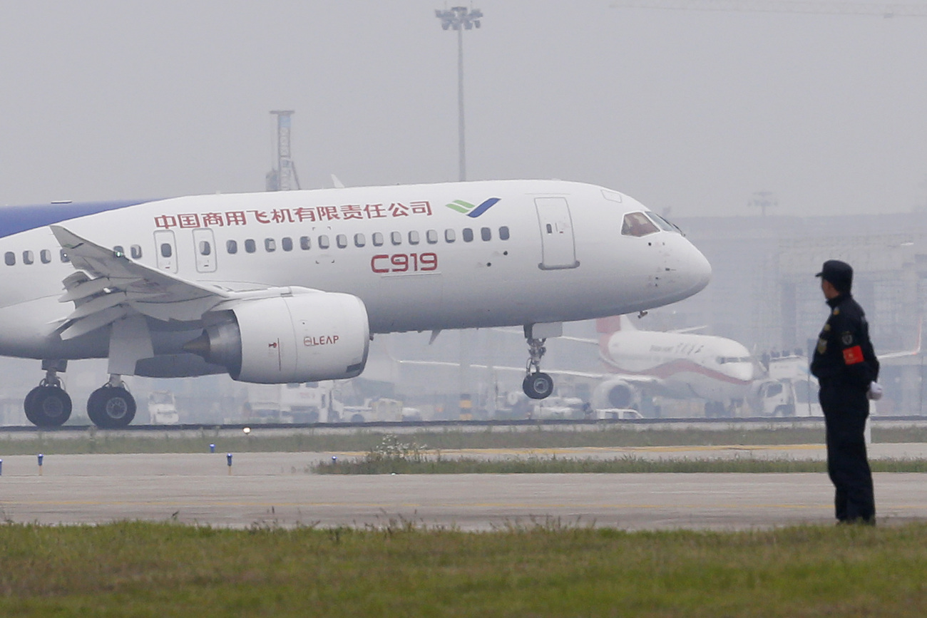 Le premier avion moyen-courrier chinois, le C919, capable de transporter 168 passagers sur plus de 5000 km.