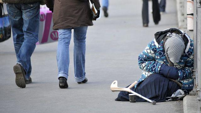 Une mendiante photographiée dans le centre de Lausanne. [Dominic Favre - Keystone]