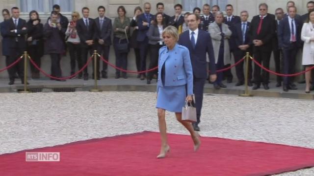 Emmanuel Macron arrive à l'Elysée pour la passation de pouvoirs