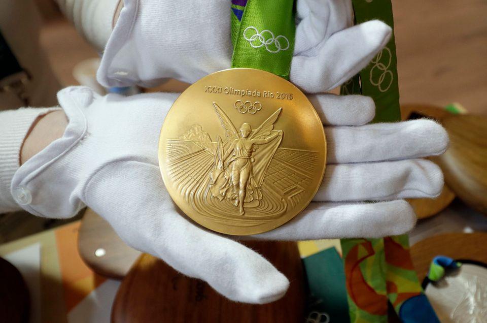 Certains médaillés des JO de Rio ont eu une mauvaise surprise avec leur breloque. [David J. Phillip - Keystone]