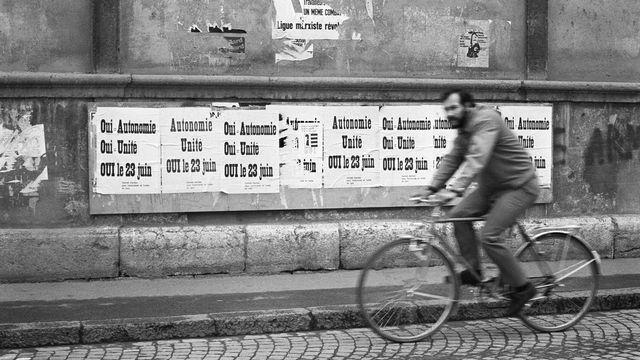 Des affiches lors de la campagne sur l'indépendance du canton du Jura en 1974. [Str - Keystone]