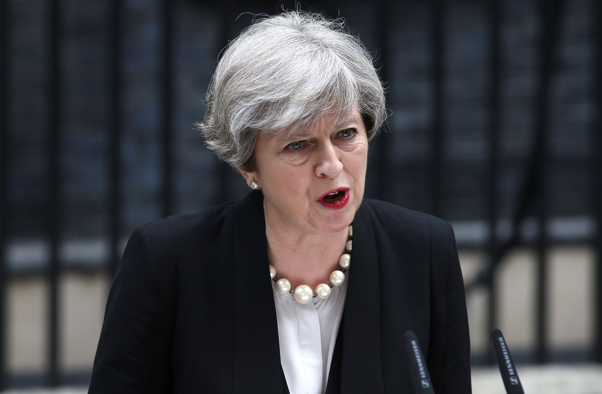 Theresa May lors de son allocution au lendemain de l'attentat, devant le 10 Downing Street.