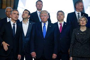 """Le discours de jeudi au siège de l'Alliance atlantique a donné le ton: se posant en défenseur intraitable du contribuable américain, Donald Trump a fait la leçon à des Alliés accusés de devoir """"d'énormes sommes d'argent""""."""