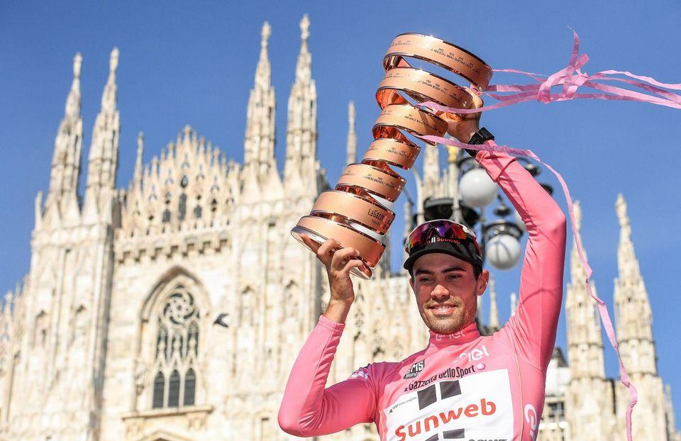 Dumoulin a chipé le maillot rose à Quintana lors de l'ultime étape. [Alessandro Di Meo - Keystone]