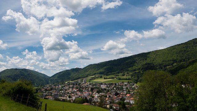 Les citoyens de Moutier devront décider le 18 juin si la ville doit rester dans le canton de Berne, ou appartenir à celui du Jura. [Jean-Christophe Bott - Keystone]