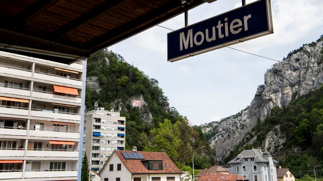 Vue de la ville de Moutier depuis la gare. [Jean-Christophe Bott - Keystone]