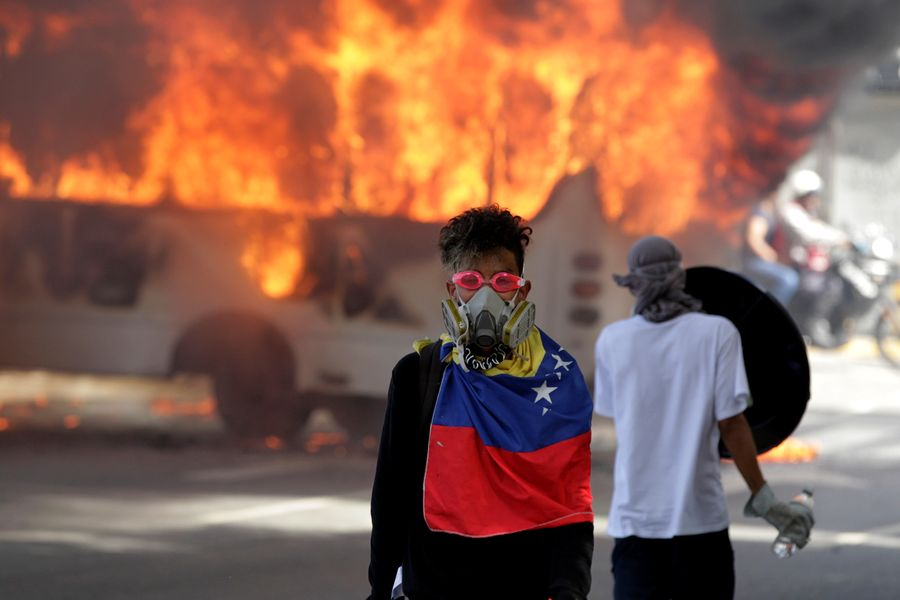 Des  manifestants anti-Maduro à Caracas, le 13 mai 2017.
