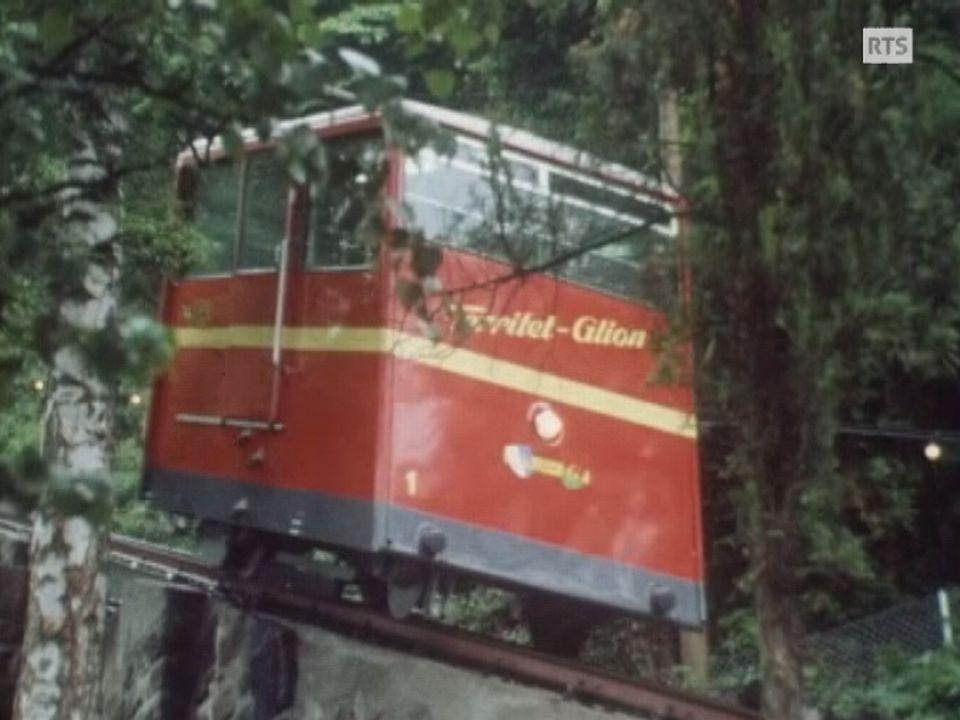 Le tout nouveau funiculaire Territet - Glion en 1975. [RTS]