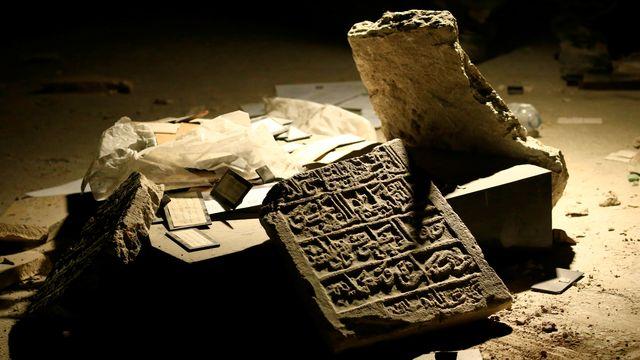 Une pièce de musée détruite lors de la bataille de Mossoul en Irak en 2015. [Thaier Al-Sudani - Reuters]