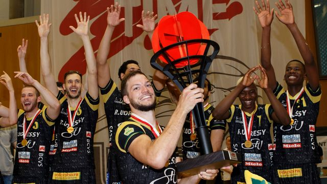 Et de trois. Après 1996 et 2005, Monthey a mis la main sur le trophée de champion de Suisse. [Salvatore Di Nolfi - Keystone]