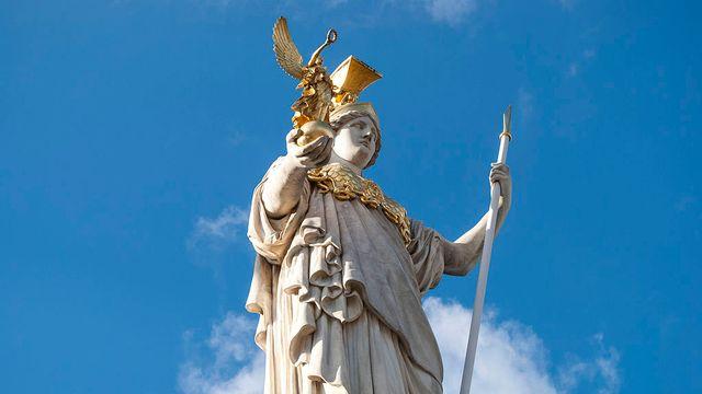 La statue Athéna [Diana Ringo - Wikimedia Commons]