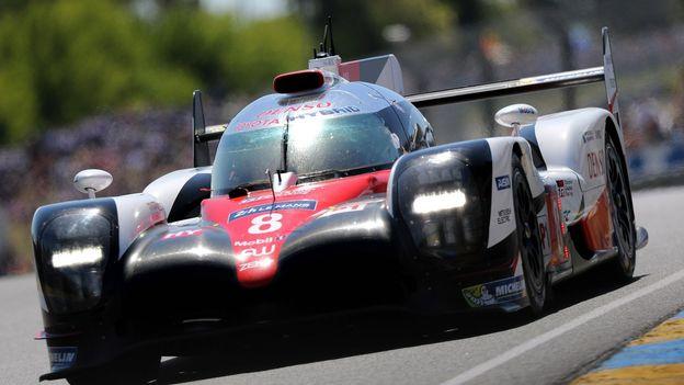 Porsche gagne les 24 heures du Mans. Sébastien Buemi, sur Toyota, se contente de la 9ème place