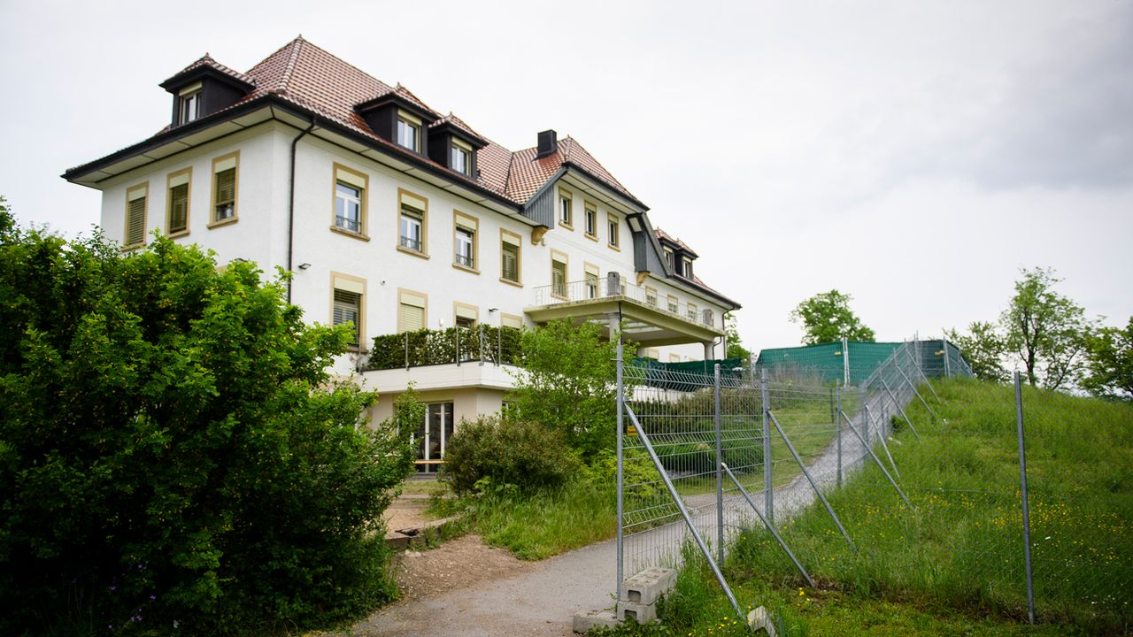 Le centre d'asile fédéral de Perreux, à Boudry, dans le canton de Neuchâtel. [Manuel Lopez - Keystone]