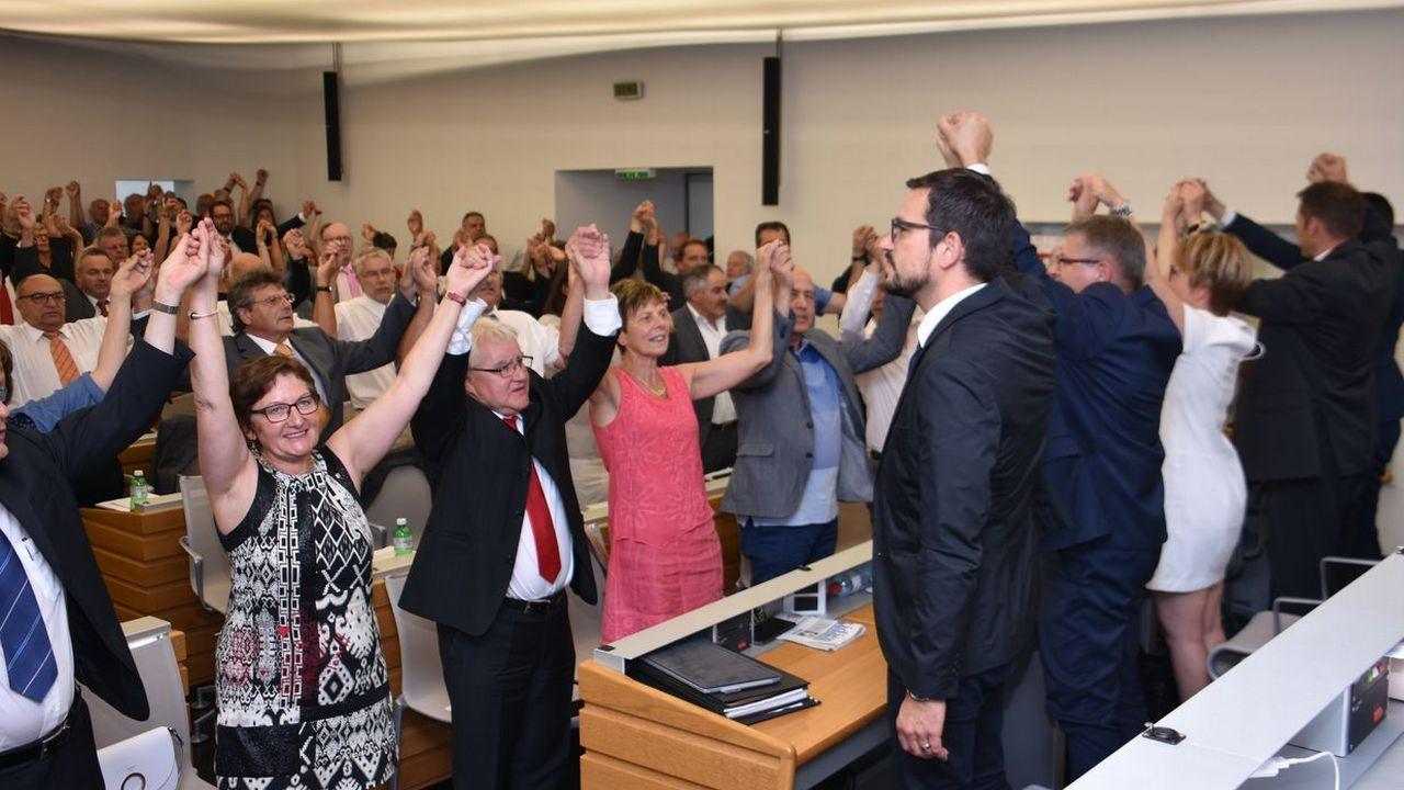 Moutier accueilli au Parlement jurassien. [Gaël Klein - RTS]