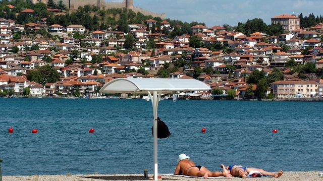 Le lac d'Ohrid souffre de sa popularité auprès des touristes. [Boris Grdanoski - AP Photo - Keystone]