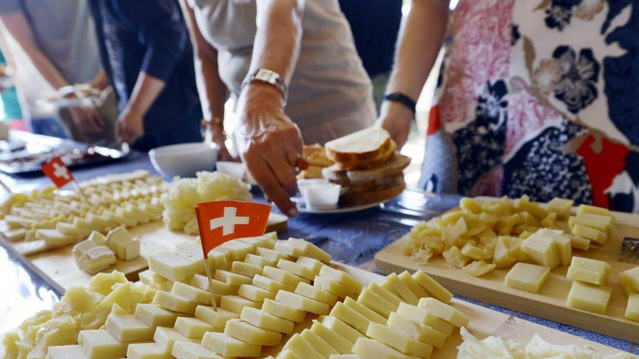 Les offres de brunchs ou repas à la ferme et de vente directe se multiplient. [Walter Bieri  - Keystone]