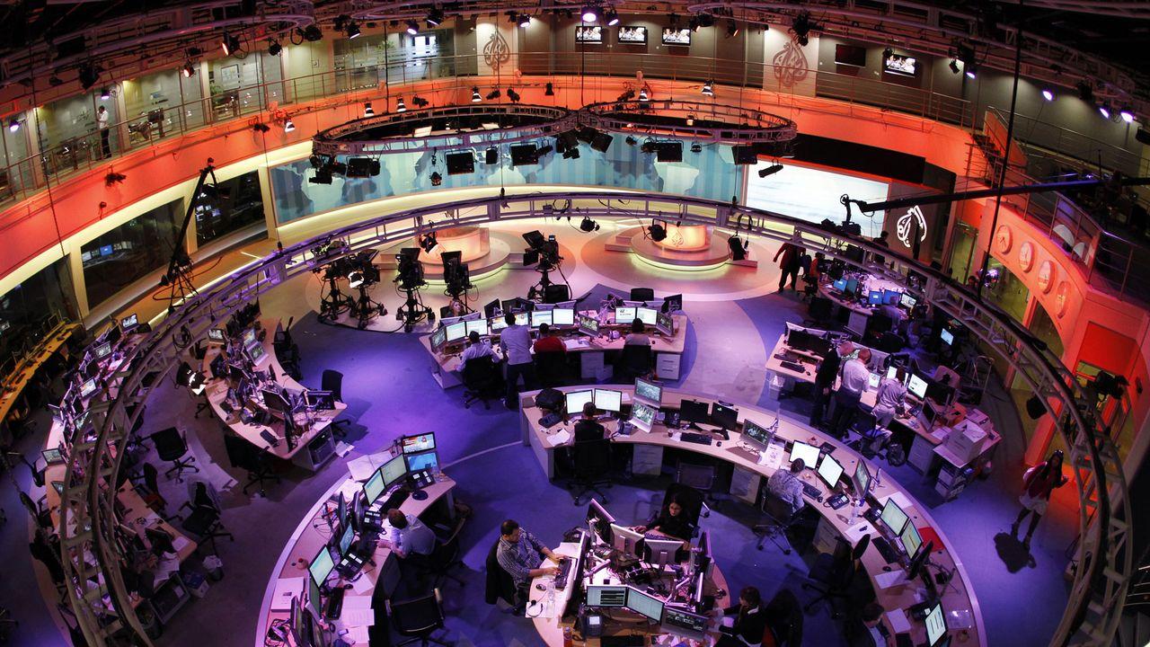La salle de rédaction et le studio principal d'Al-Jazeera à Doha. [Fadi Al-Assaad - Reuters]