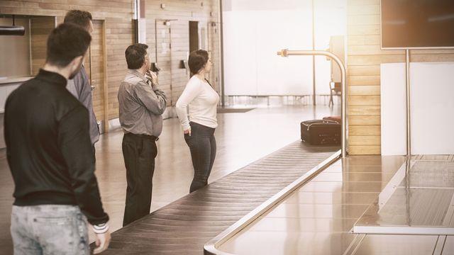 """""""La prochaine fois, on prendra l'assurance bagages..."""" [vectorfusionart - fotolia]"""