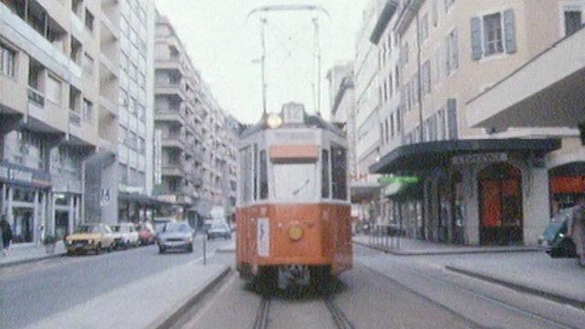 Le tram 12 à Genève en 1985. [RTS]