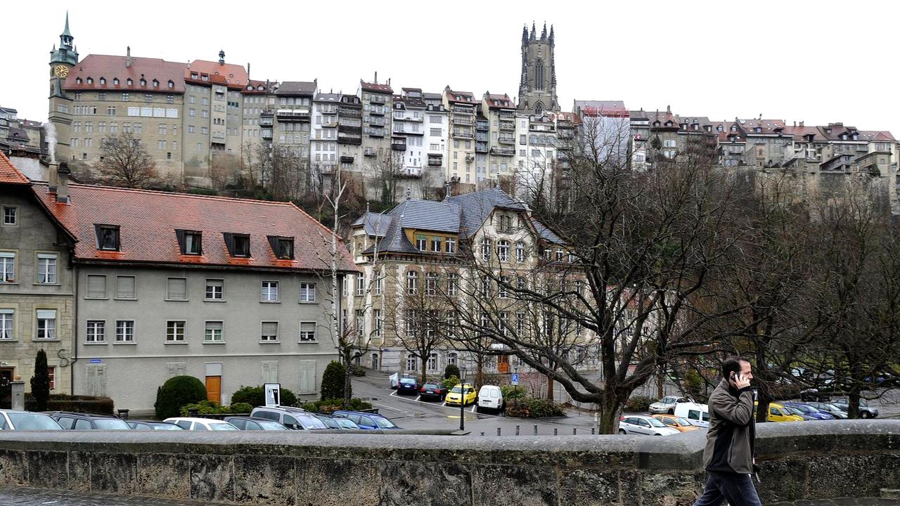 Le Grand Fribourg se dessine autour de neuf communes. [Jean-Christophe Bott - Keystone]