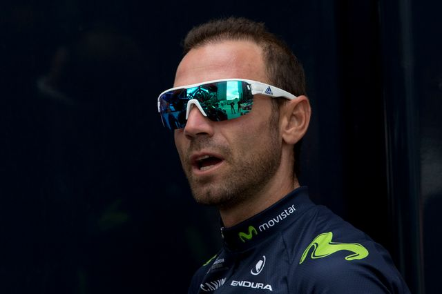 L'abandon de Valverde constitue un gros coup dur pour l'équipe Movistar. [Peter Dejong - Keystone]