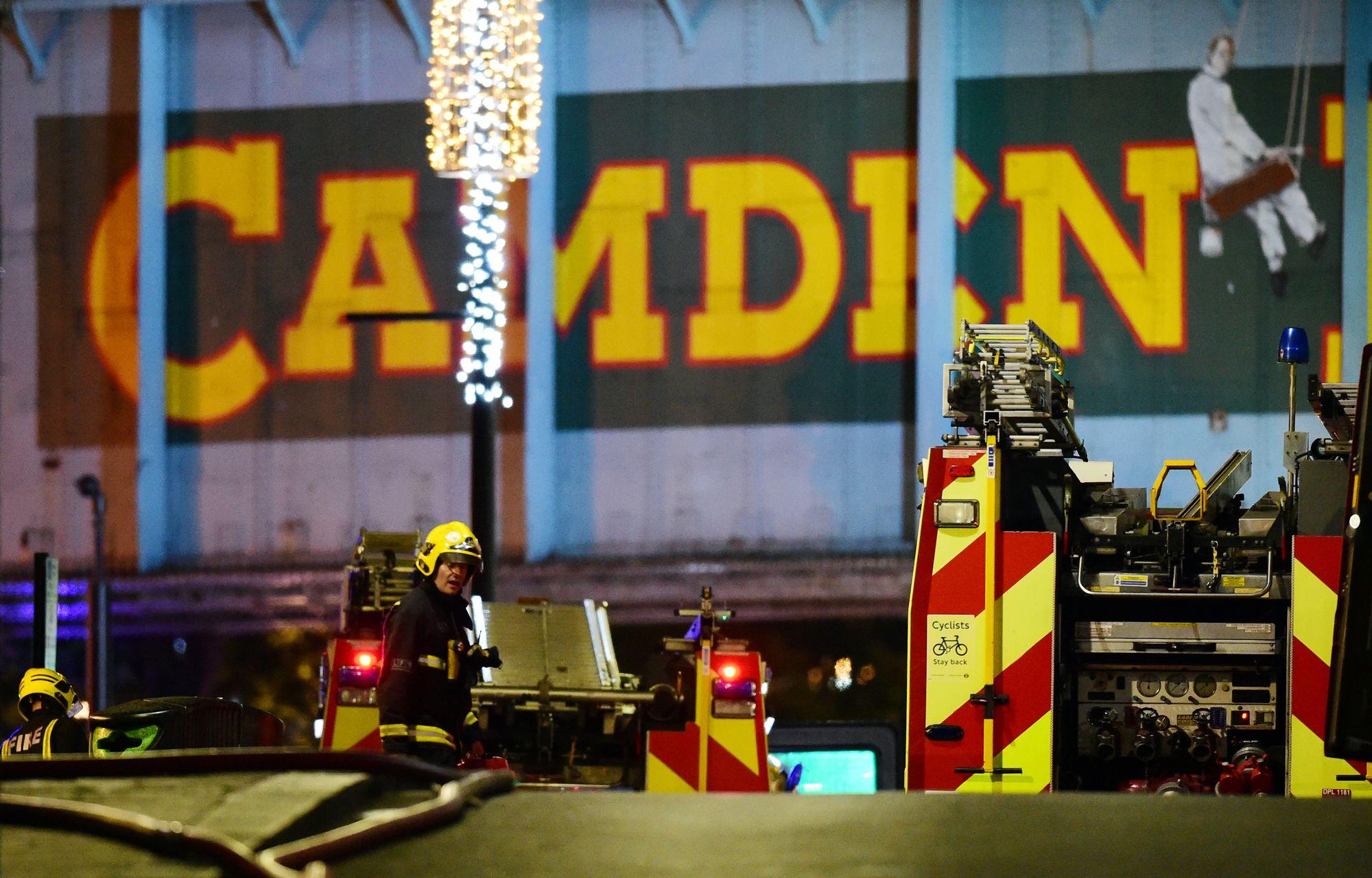 Un incendie ravage le marché londonien de Camden Lock — Royaume-Uni