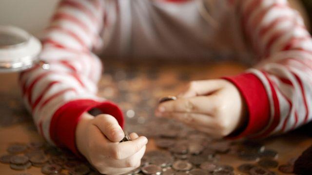 L'argent de poche joue un rôle central dans l'apprentissage de la gestion des finances. [Petra Orosz - KEYSTONE]