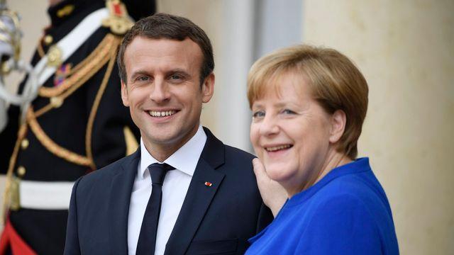 La chancelière allemande Angela Merkel et le président français Emmanuel Macron, ce jeudi 13 juillet à Paris.  [JULIEN D ROSA - Keystone]