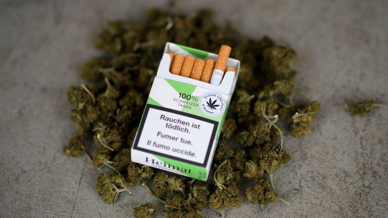 Coop a commercialisé ces cigarettes au chanvre en juillet.  [Gian Ehrenzeller - Keystone]