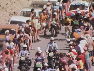 Bernard Thévenet en plein effort avant le col de l'Izoard lors de la 16e étape du Tour de France 1975 [RTS]