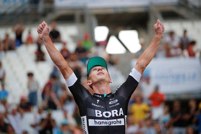 Maciej Bodnar célèbre sa 1re grande victoire en carrière lors de la 20e étape du Tour de France. [Christophe Ena - Keystone]