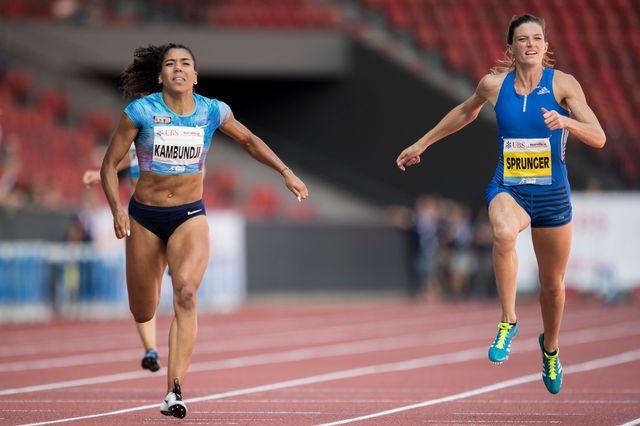 Mujinga Kambundji devance Léa Sprunger sur le 200m des Championnats de Suisse. [Ennio Leanza - Keystone]