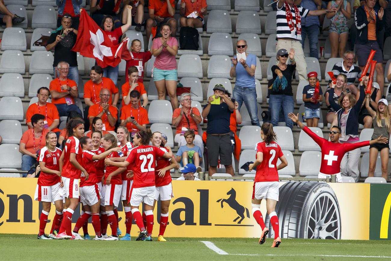 La Suisse se défait de l'Islande — Euro féminin
