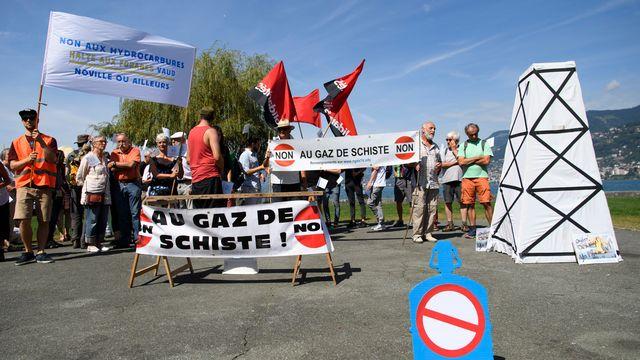 Manifestation contre les forages d'hydrocarbures à Villeneuve, 03.09.2016. [Laurent Gilliéron - Keystone]