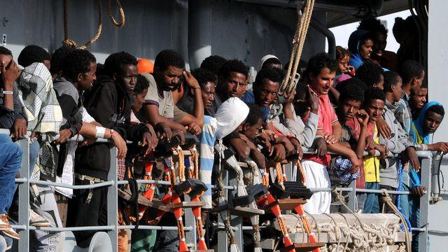 """Les gardes-côtes italiens voient d'un mauvais oeil les opérations du """"C-Star"""" (image prétexte). [Alessandro Fucarini - AP/Keystone]"""