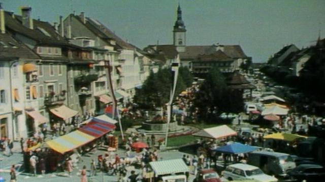 Le marché folklorique de Bulle en 1975. [RTS]