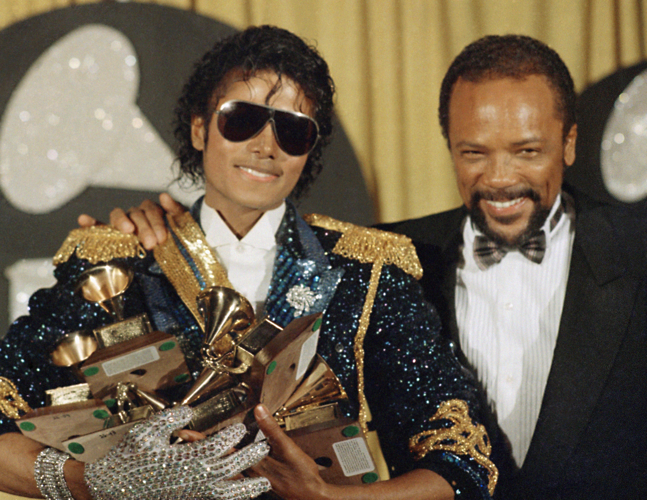 Michael Jackson et Quincy Jones en 1984 lors de la remise d'un Grammy Awards.