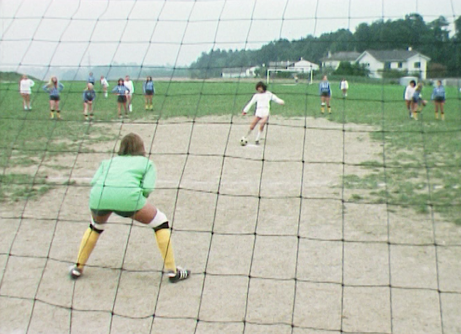 Match de football féminin en 1975.