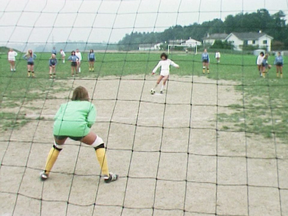 Match de football féminin en 1975. [RTS]