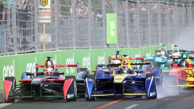 Avec l'arrivée de Porsche et Mercedes, la Formule E va peut-être gagner en visibilité. [Jens Büttner - Keystone]