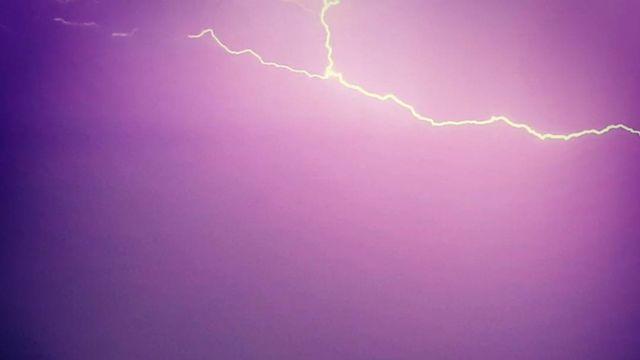 Un éclair dans le ciel. [Grégory Buchard - Vos infos]