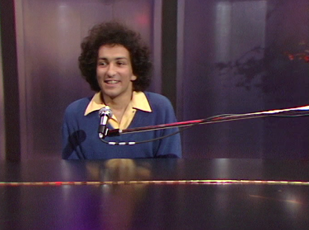 "Michel Berger chante ""La groupie du pianiste"" en 1980."