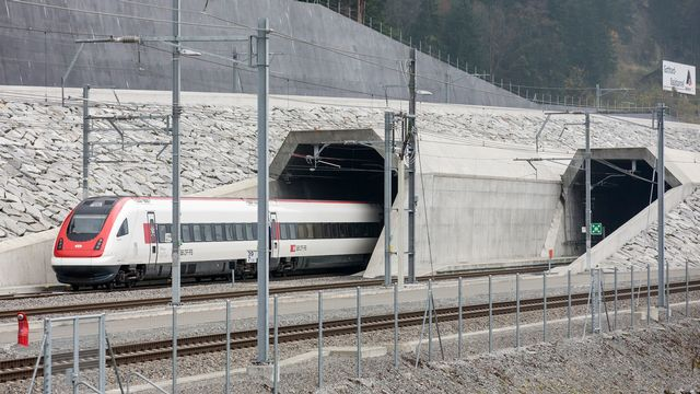 Quelque 2,3 millions de passagers ont emprunté le nouveau tunnel de base du Gothard, mis en service en décembre 2016. [Alexandra Wey - Keystone]