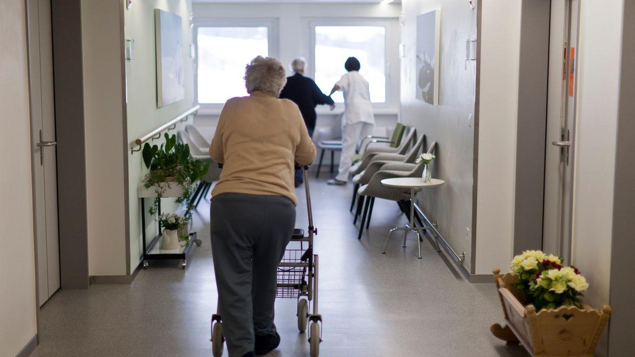 Les frais médicaux lors de la dernière année de vie d'un individu en Suisse sont très élevés. [Gaetan Bally - Keystone]