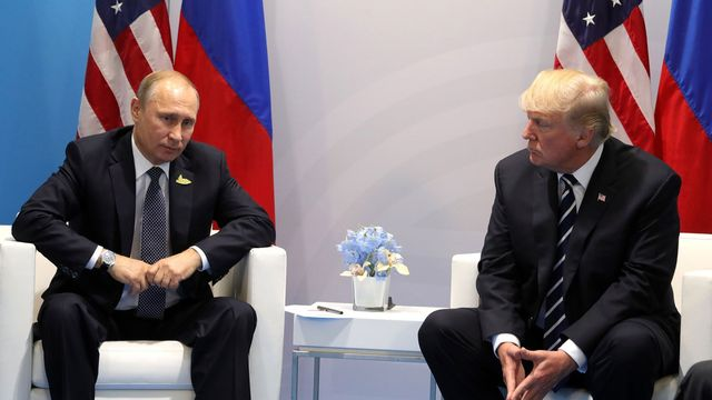 Vladimir Poutine et Donald Trump lors du G20 à Hambourg, 07.07.2017. [Russian Presidential Press and Information Office - Anadoly Agency/AFP]