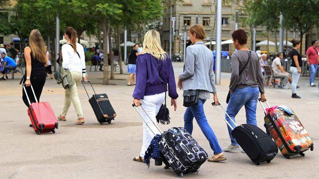 Barcelone peine à contenir le flot de touristes et ses conséquences. [Marta Perez - EPA/Keystone]