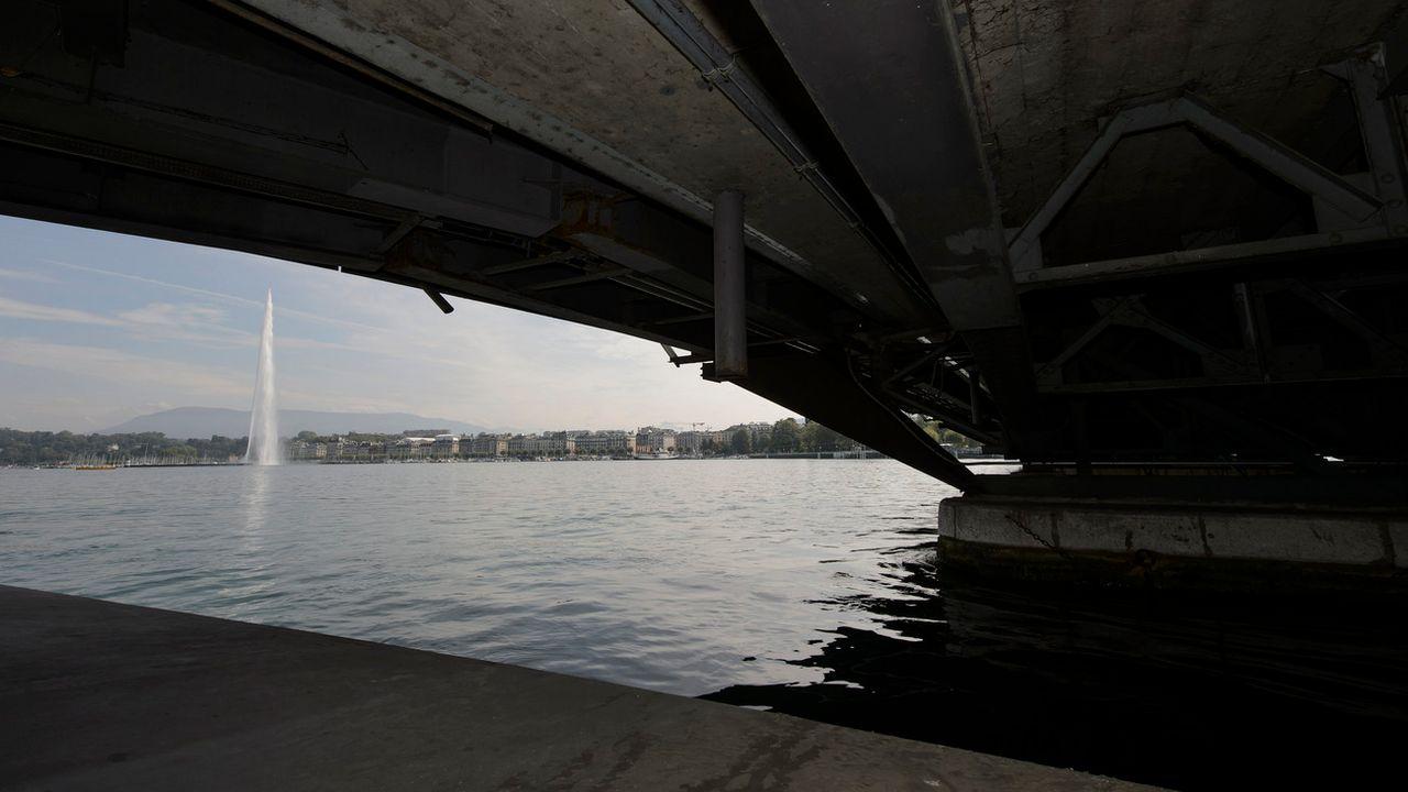 Les détracteurs de la traversée de la rade à Genève s'opposent à son crédit d'étude. [Martial Trezzini - Keystone]
