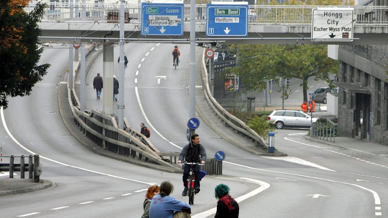 Les jeunes socialistes rêvent de voir Zurich vidée de ses voitures. [Walter Bieri - Keystone]